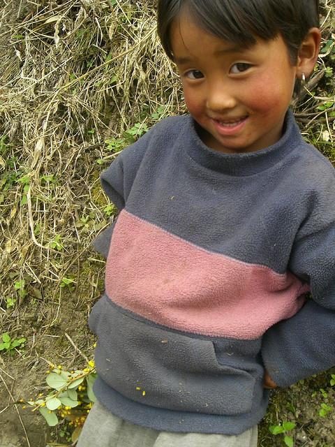 羞澀的不丹小女孩