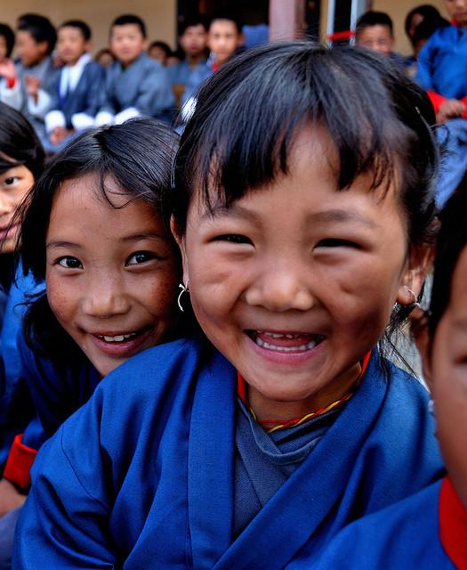 不丹廷布加灣開心的小女孩