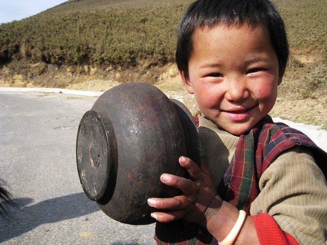 旺頗章一個笑意羞澀的小男孩